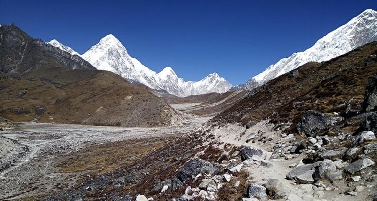 chopass-gokyo-Everest-trekking